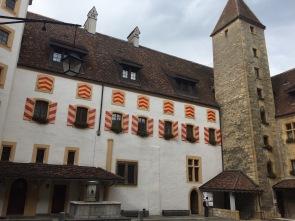 Coiur du châtrau de Neuchâtel avec entrée de la Salle des Chevaliers